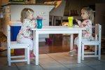 maluchy przy stole